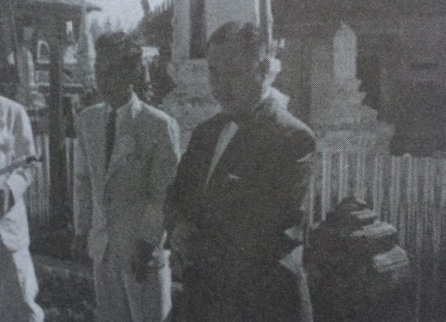 พลเอก ประภาส จารุเสถียร ประธานในการเปิดกรุ