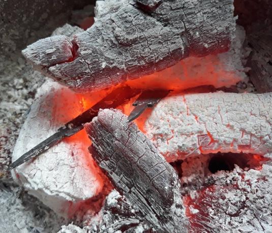 การเผาตะปูสังฆวานร และตีจนเกือบเสร็จสมบูรณ์